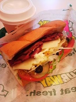 SUBWAY_ビーフパストラミ&モントレージャックチーズ