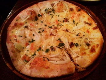 CON BRIO_アンチョビのピッツァ