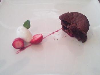 カフェ ラ ファミーユ_ラズベリーのチョコケーキ
