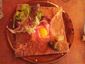 カフェ ラ ファミーユ_卵とハムのガレット