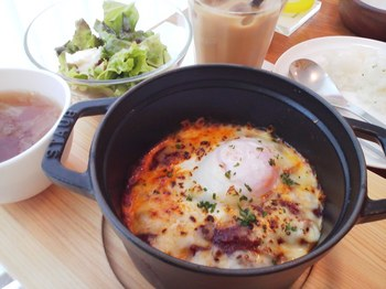comodia_半熟卵とミートソースのグラタン