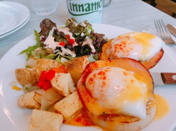 180528_Cinnamon's_Eggs Benedict.jpg